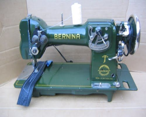 Vintage Bernina 117, produced from 1938 to 1941. First to have a zigzag stitch. Want!