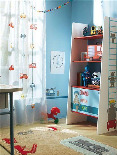 ¡Una cortina con camiones de bomberos y coches de todos los colores, ideal para completar la decoración del cuarto de los niños! #cortina  #camiones #bomberos #niño Precio desde 34,99€