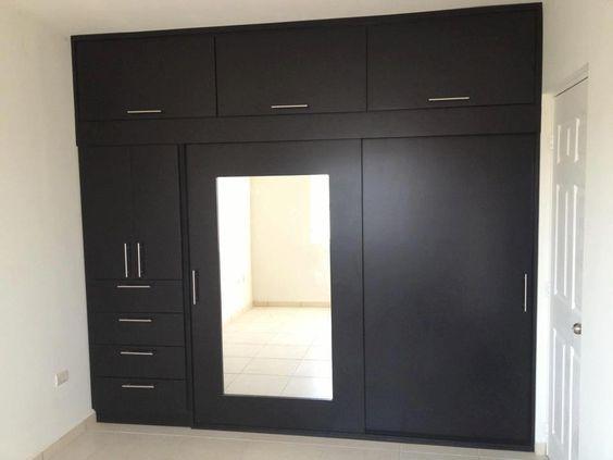 Closet con puerta con espejo closets y cocinas practicas for Puerta walking closet