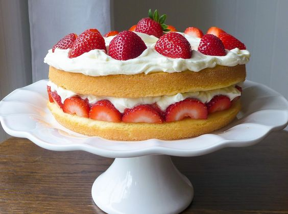 Dimples & Delights: Strawberry Cream Cake