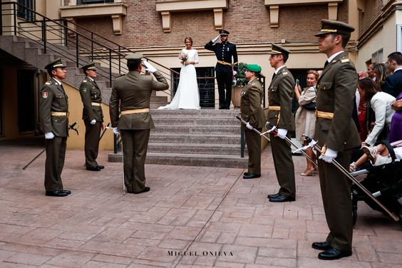 Fotografías de adelanto de la bonita historia de Luis y Ana, la boda militar del pasado sábado en la Iglesia de San Jorge de Madrid y la Finca Venta La Rubia de Alcorcón. Disfrutar del viaje!  www.miguelonievafotografo.com #fotografo #boda #militar #SanJorge #Madrid #VentaLaRubia #Alcorcon #fotografía #creativa #documental