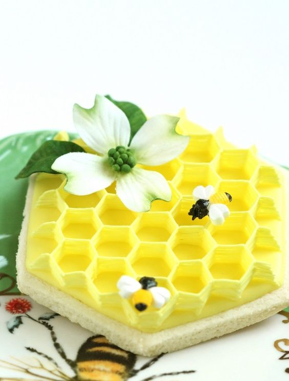 Royal Icing Honeycomb and Dogwood Flower How-To