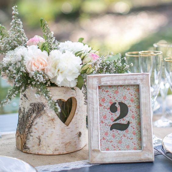 Numéro de table en bois clair pour mariage liberty