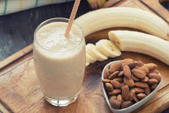 Comenzar a reducir la grasa del vientre tomando bebida de plátano congelado antes de acostarse
