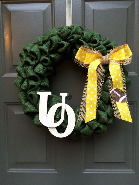 Come and get festive as you cheer on your Oregon Ducks! Its the perfect way to show off your pride while you root on your football team!  This
