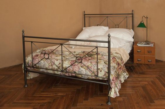 Betten - bett 160x200 aus eisen mit transparentem finish - ein Designerstück von VintageOase bei DaWanda