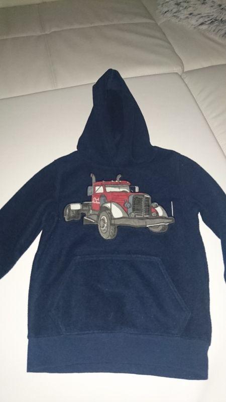 Verkaufe diverse Pullover für Jungen in den Größen 116 und 122 in einem Top-Zustand ohne Mängel pro Stück für 3,00Euro. Es handelt sich bei uns um einen Nichtraucherhaushalt.