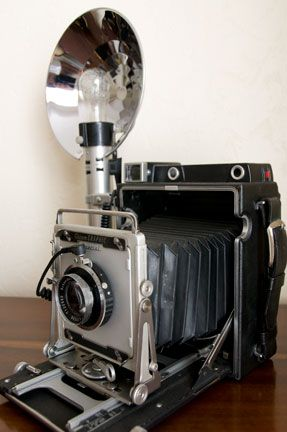 history of flash photography 1939 camera with flash bulb