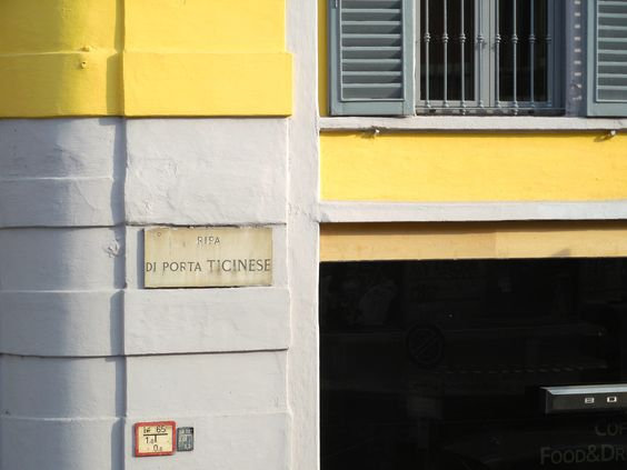 Sign along Porta Ticenese Street and canal, Navigli district, Milan. © 2014 Stella Lucente, LLC www.learntravelitalian.com
