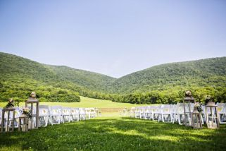 We can fit 500+ guests! At Springtree Farms, you don't have to sweat over cutting down the invitation list.