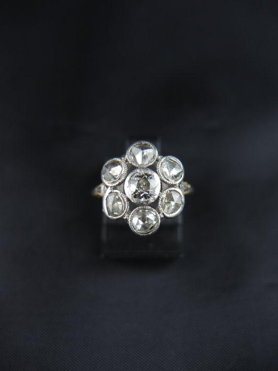 Bague marguerite et diamants - dèbut du XXe siècle /// Cluster ring with…
