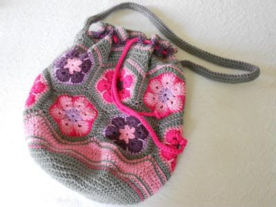 African Flower Bag  - free crochet pattern using 12 hexagons: