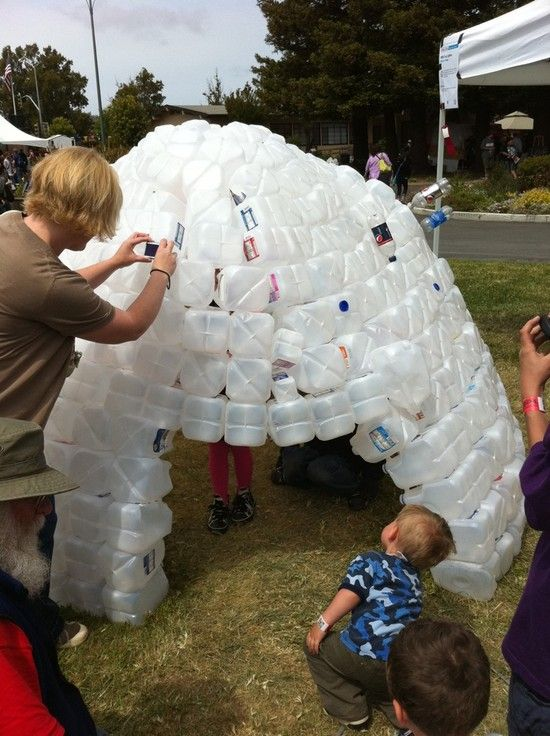 Milk Carton Igloo.... I really want to start saving cartons and make this.  Who is with me?