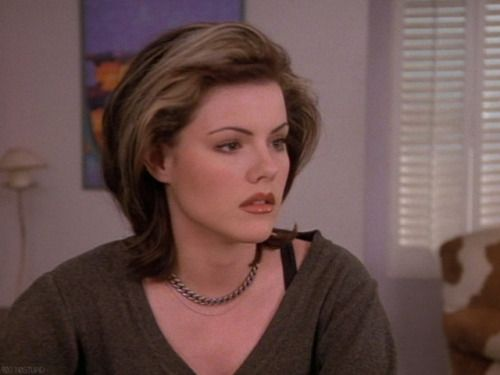 Kathleen Robertson, Claire Arnold, Beverly Hills 90210, Short Hair, Brown  Bob With Blonde Streaks | Kathleen robertson, Blonde streaks, Beverly hills  90210