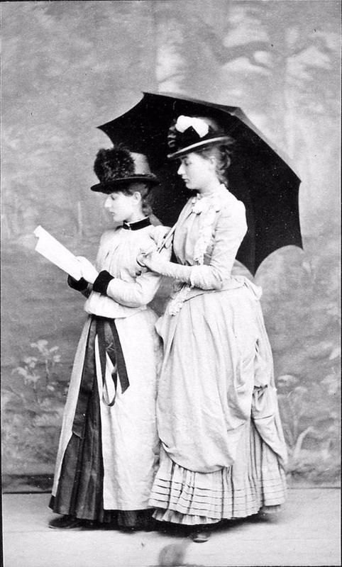 Vintage Photos: Victorian Girls And Their Books, 1800s | History Daily