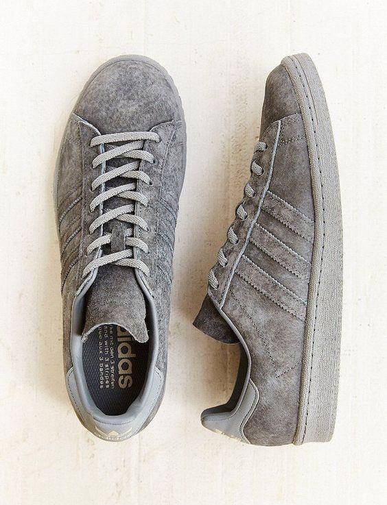Wanted : une paire de sneakers monochrome: