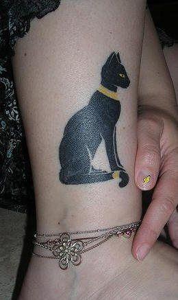 Ägyptische Katze in gold Bein Tattoo
