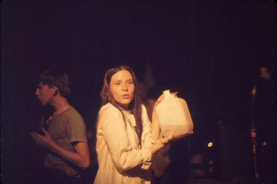 Girls-of-Woodstock,-1969-(7)