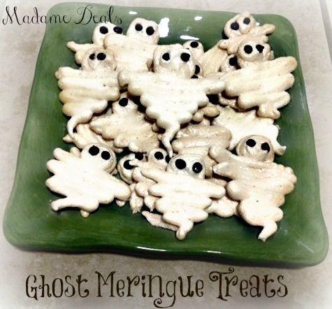 Halloween Recipes: Meringue Ghosts #halloween #halloweenrecipes #recipes