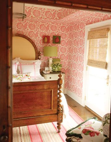 Not overly fond of wallpaper but I do like this room.