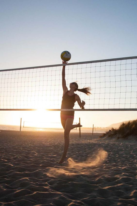 Get back to the basics of beach volleyball with ROXY Outdoor Fitness ambassador Rachel Moore.