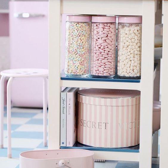 Heart Handmade UK: A Retro Pastel Kitchen and Baking Dream