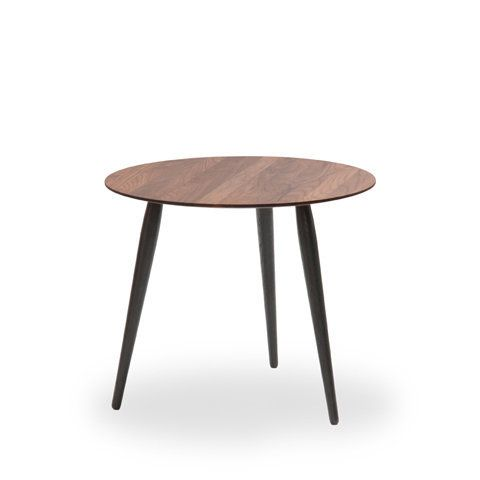 Bruunmunch Playround Beistelltisch O52 44 Cm Platte Walnuss Natur Geolt Beine Eiche Schwarz Gebeizt Jetzt Bestell Beistelltische Tisch Couchtisch Modern