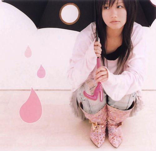 傘をさす大塚愛