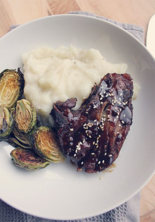 Who would have thought root beer was good for braising lamb!? Root Beer Braised Lamb Shoulder with Mashed Potatoes & Roasted Brussels Sprouts {via My. Daily. Randomness}