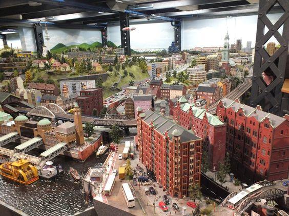 Zum 200-jährigen Jubiläum der Polizei Hamburg ist das Modell der Davidwache ins Miniatur Wunderland eingezogen.