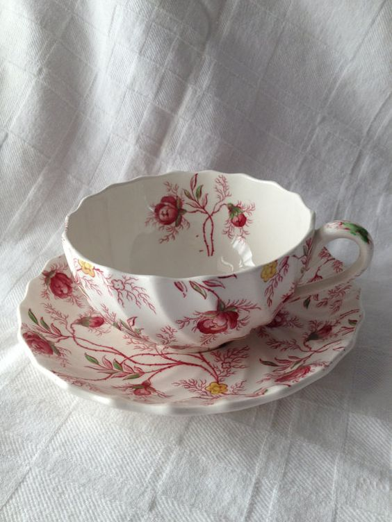 "more vintage gorgeousness - its Copeland Spode's ""rosebud chintz""     My mother served a seven year apprenticeship early 1940s at copelands"