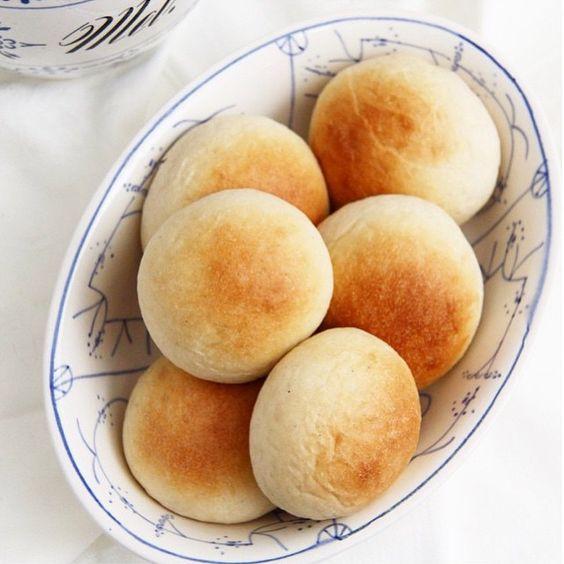 """""""Det er lite som er så digg som nystekte boller! Disse har @mylittlekitchenthea bakt. Vi har lyst på! #godtno #boller #nybakt #fristelser"""""""