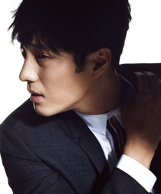 Actor So Ji Sub Poses for Esquire Magazine | Koogle TV