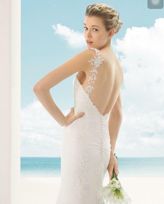 Modelo Vicky da marca @rosaclara que você encontra aqui na #VisaVis. Agende seu horário e faça-nos uma visita! >> (67) 3025-1641.  #RosaClará #noivas #madrinhas #convidadas #casamento #bridaldress #bride #wedding #Barcelona #vestidodenoiva by visavisnoivas