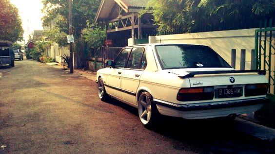 BMW E28 520iA Tahun 1985