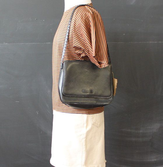 black pebbled leather jaegar purse by cheapopulance on Etsy, $35.00