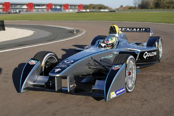 Carrera inaugural de la Fórmula E termina con aparatoso accidente (VIDEO) http://i24mundo.com/2014/09/16/carrera-inaugural-de-la-formula-e-termina-con-aparatoso-accidente-video/