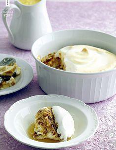 Ovos nevados com crème anglaise: as claras batidas ganham um complemento crocante com uma dose de praliné (Foto: StockFood / Gallo Images Pty Ltd.)