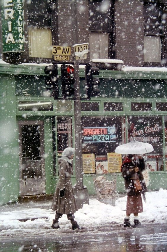 SAUL LEITER: Untitled. New York. Leiter never strayed from his LES residence, and he took amazing photos of NY in that fascinating post war era.