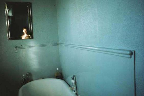 Nan Goldin, Self-portrait in blue bathroom, London 1980