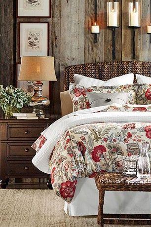 Dormitorio principal con granero de la cerámica tradicional de hierbas marinas Cabecera, Pottery Barn Allegra Palampore la funda nórdica, pisos de madera: