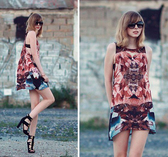 Jana Wind - Market Hq Dress - Rough times