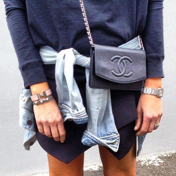 surf & city <3s // black asymmetrical skirt x black baggy tshirt x black chanel messenger x denim oxford: