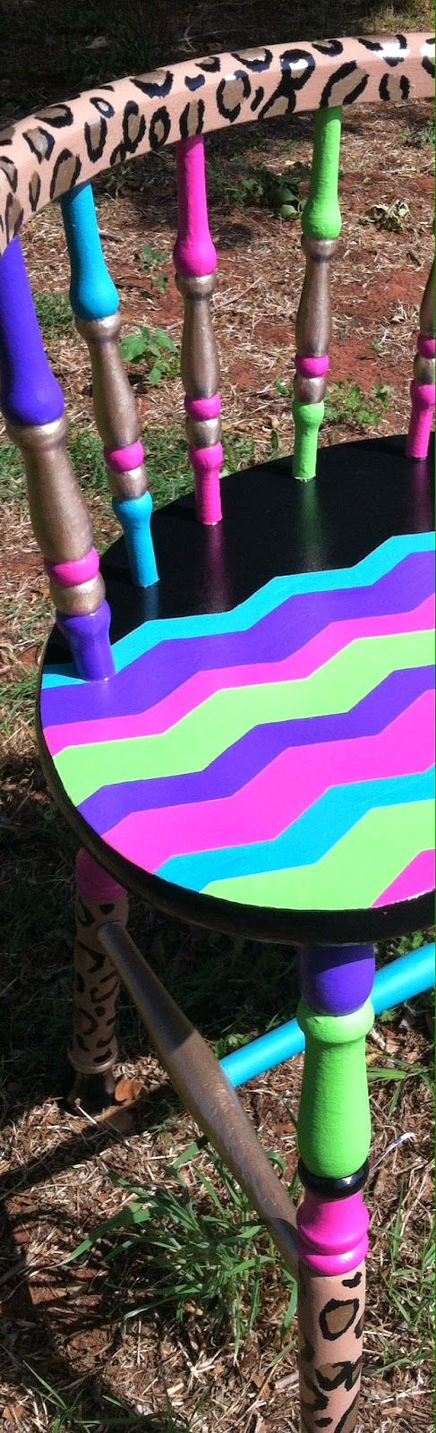 Lime green, pink, turquoise (it looks blue in the pic), purple, black & gold.Chevron & Leopard Print vanity seat