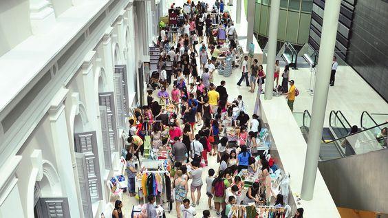 Flea market - chợ phiên lớn nhất ở Singapore