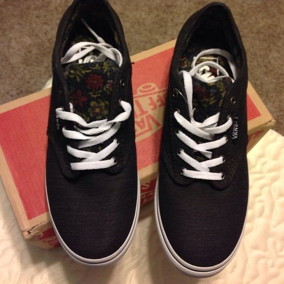 NIB Black Vans Black Vans with Unique Flower on Tong and Insole Vans Shoes Sneakers