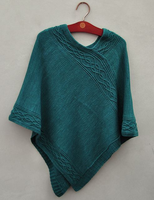 Knit Poncho Free Pattern : Knitting, The head and Ravelry on Pinterest