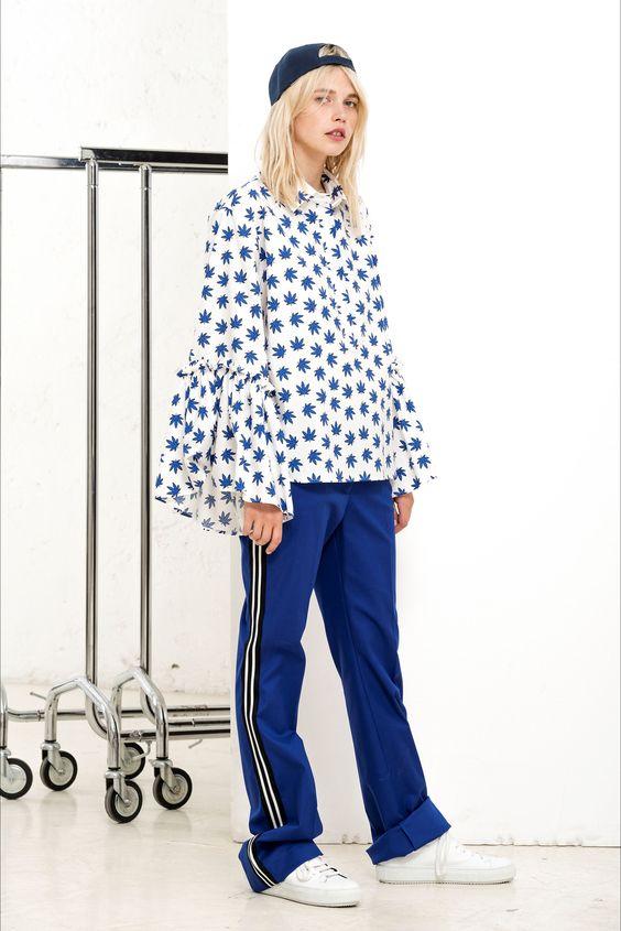 Guarda la sfilata di moda P.A.R.O.S.H. a Milano e scopri la collezione di abiti e accessori per la stagione Pre-collezioni Primavera Estate 2018.