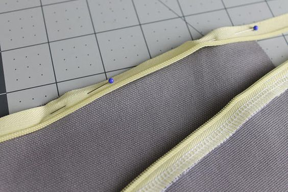 Cutsom Map Cushion sewing-invisible-zipper