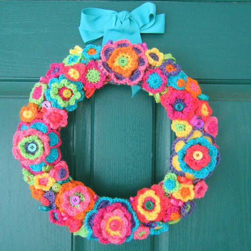 Flower Wreath - CROCHET - Knitting, sewing, crochet, tutorials, children crafts, papercraft, jewlery, needlework, swaps, cooking and so much more on Craftster.org